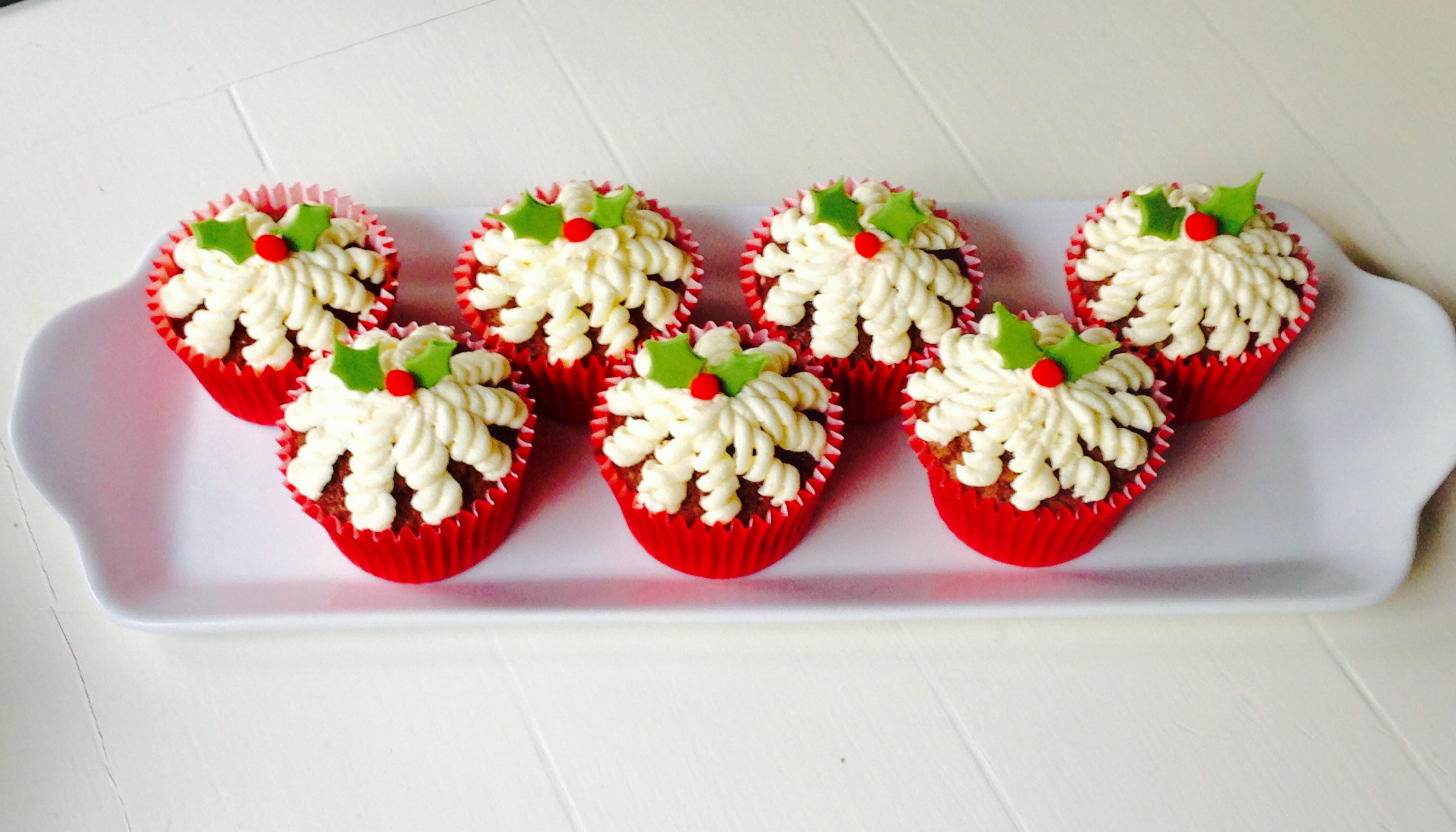 Chocolate and Amaretto Festive Cupcakes