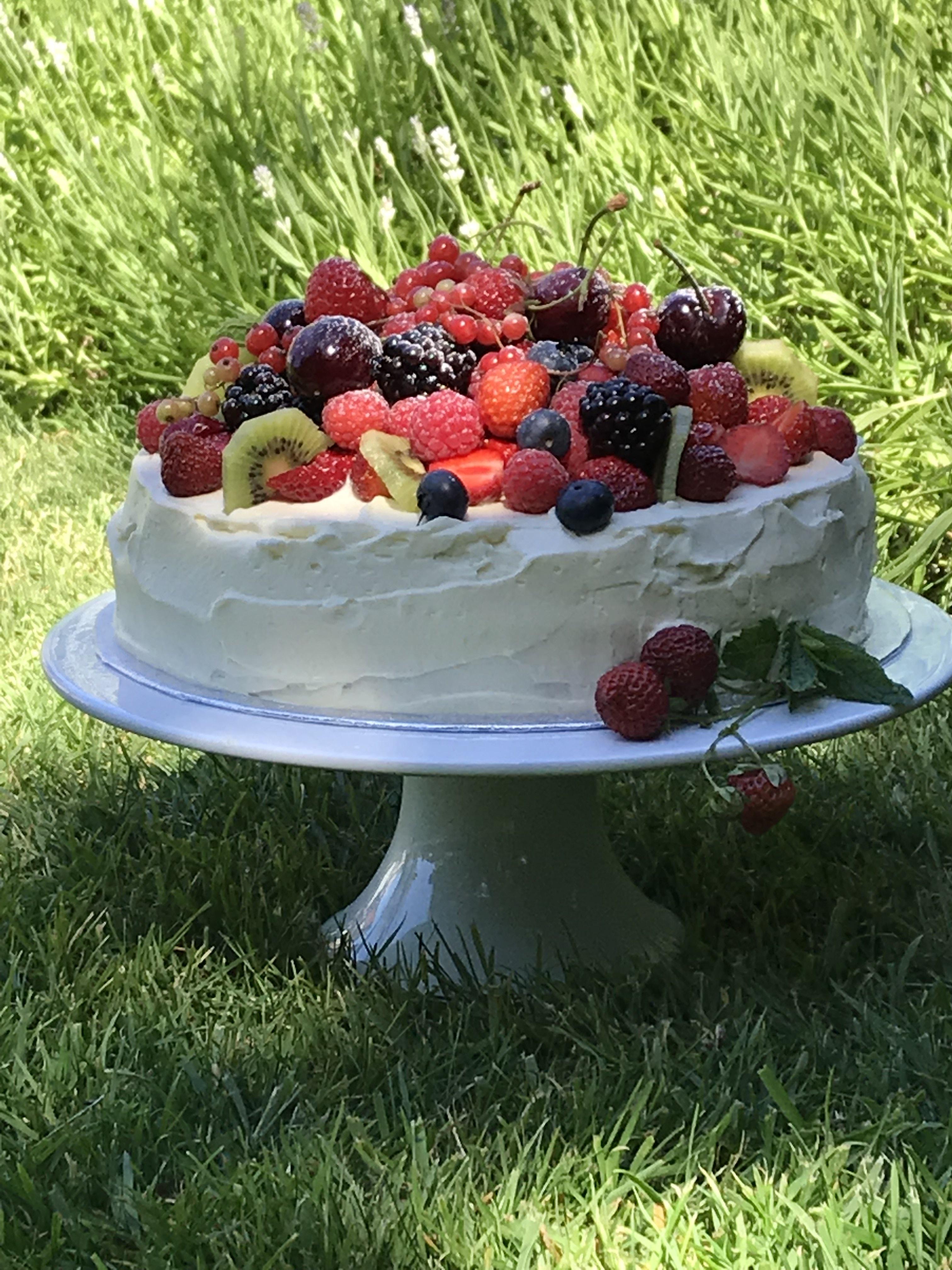 Low Sugar Low Fat Summer Cake